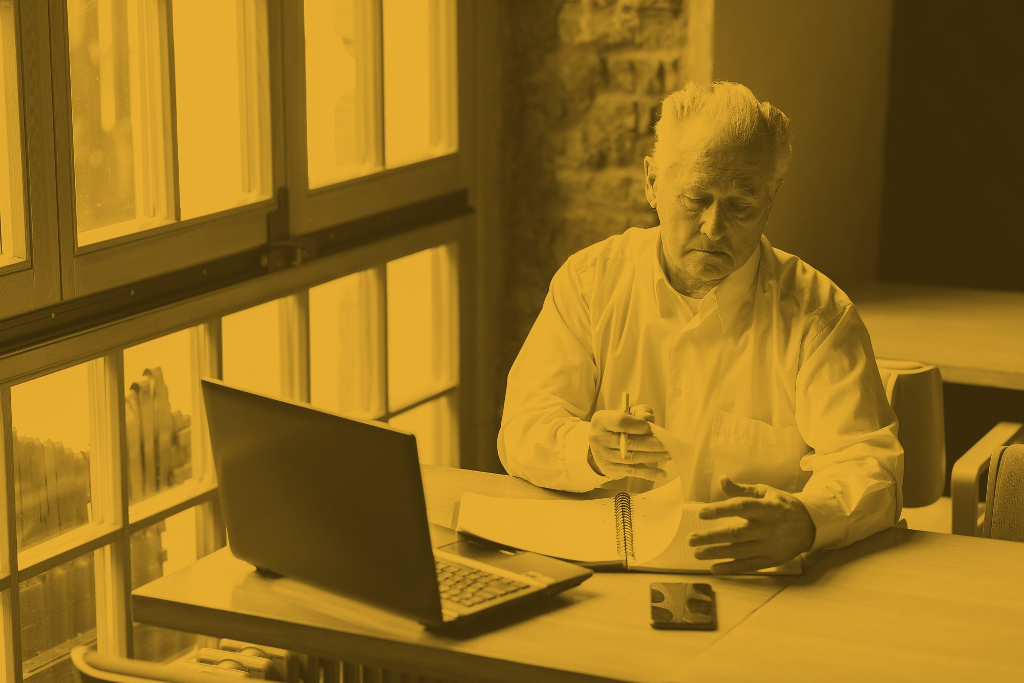 customer logging onto customer service on the computer